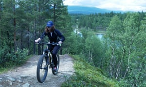 Maddy tackling the big hill on the wsay to Blankttjärn, Sweden
