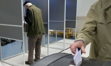 People vote in the referendum on the EU-Ukraine association agreement in the Netherlands
