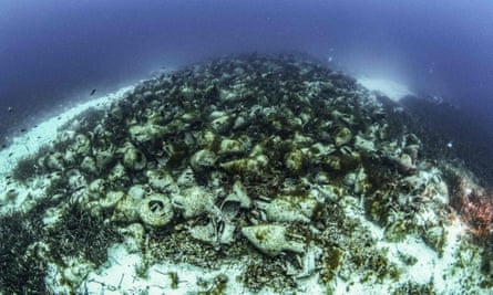 The ship was carrying thousands of amphorae when it sunk around 425 BC