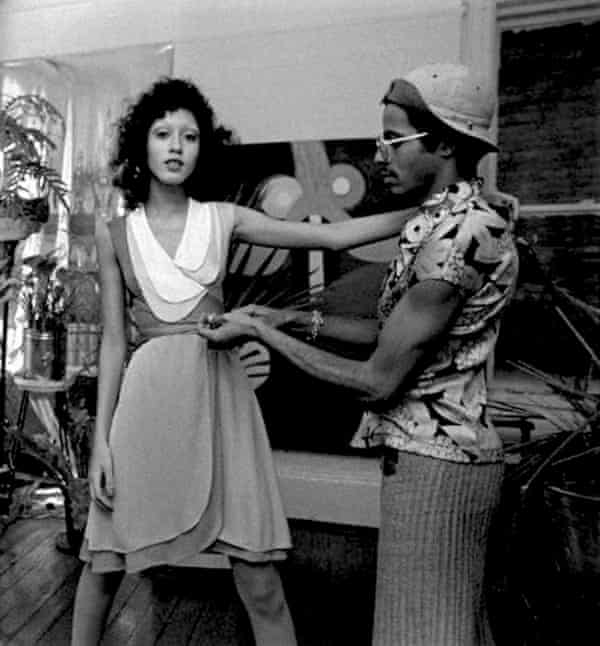 Pat Cleveland at a fitting with the designer Stephen Burrows
