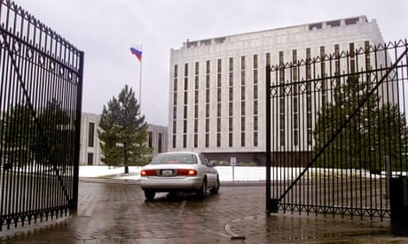 Obama expels 35 Russian diplomats in retaliation for US