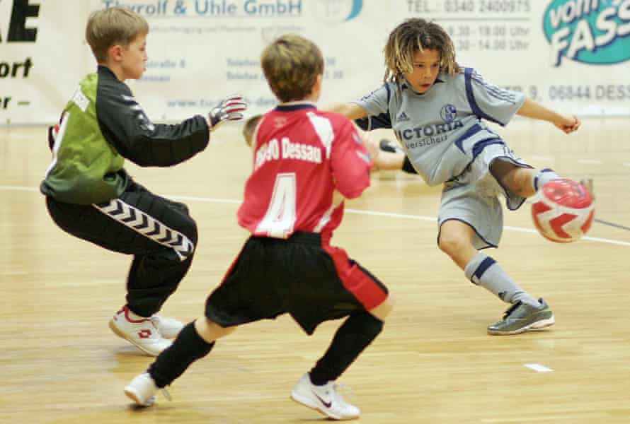 A young Leroy Sané playing for the Schalke academy in 2007.