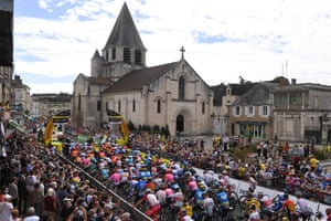Fans watch the start of Stage 12 from Chauvigny to Sarran Corrèze.