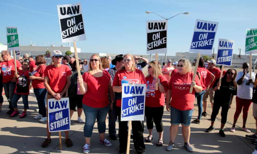 General Motors assembly workers picket outside shuttered Lordstown assembly plant during United Auto Workers national strike in Ohio, on 20 September.