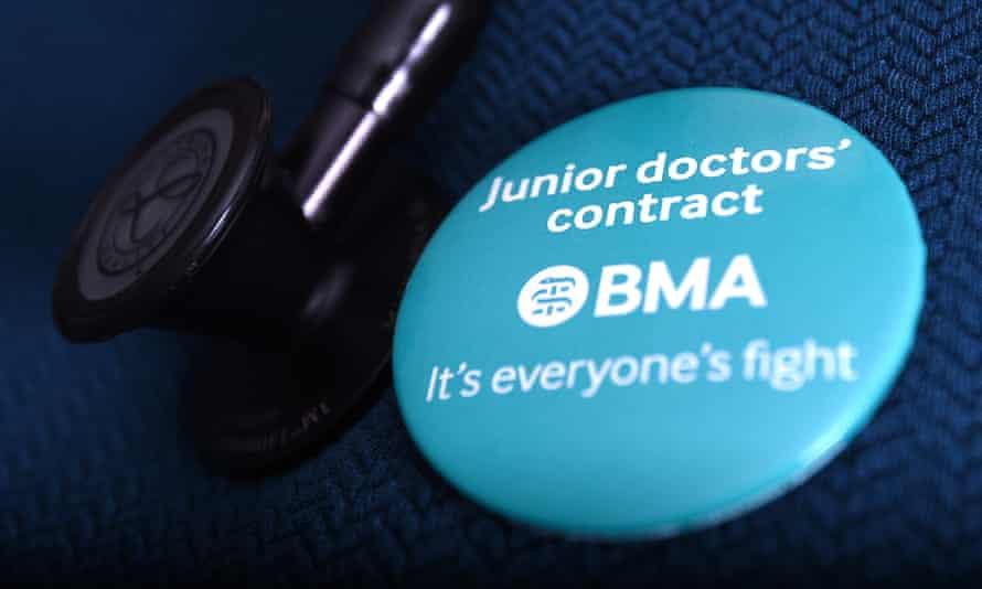 Badge in support of junior doctors