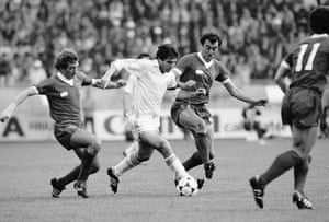 Real Madrid striker Carlos Santillana moves between Liverpool defenders Alan Kennedy (left) and Ray Kennedy