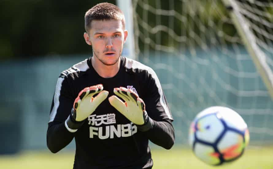 Freddie Woodman has impressed Newcastle's manager, Rafael Benítez, who may loan the goalkeeper to a Championship side to gain more experience.