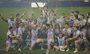 Exeter Chiefs captains Jack Yeandle and Joe Simmonds celebrate with teammates