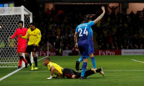 Arsène Wenger rails at 'scandalous' penalty after Watford beat Arsenal