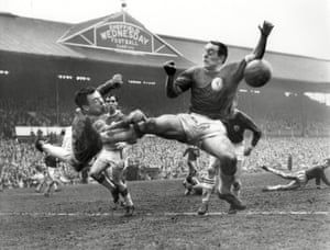 Banks was in inspired form during the 1962/63 FA Cup semi-final against Liverpool, where Leicester won 1–0 at Hillsborough to reach the final. Banks kept a clean sheet despite his goal being under a near-constant siege from the Merseyside club. The News of the World reported that Liverpool had had 34 attempts on goal to Leicester's one, and Banks later stated that it was his finest performance at club level