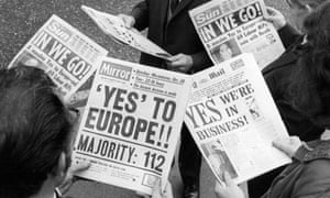 City workers studying newspapers reporting the Commons vote on Common Market entry, 29 October 1971.