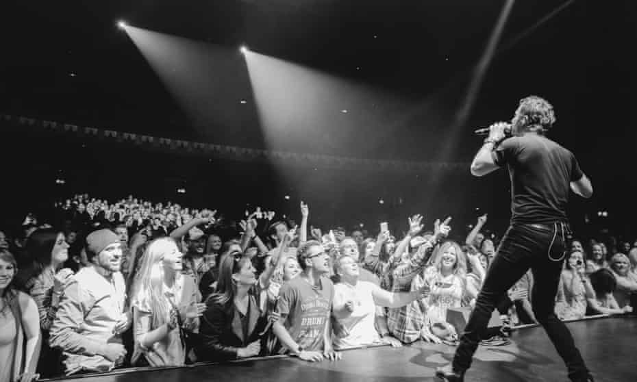 Bentley and the London crowd on his UK tour