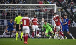 Arsenal's Pierre-Emerick Aubameyang shoots wide.