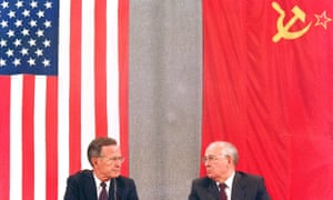 Bush and his Soviet counterpart, Mikhail Gorbachev, hold a press conference in Moscow after a two-day US-Soviet summit dedicated to the disarmament on 31 July 1991.