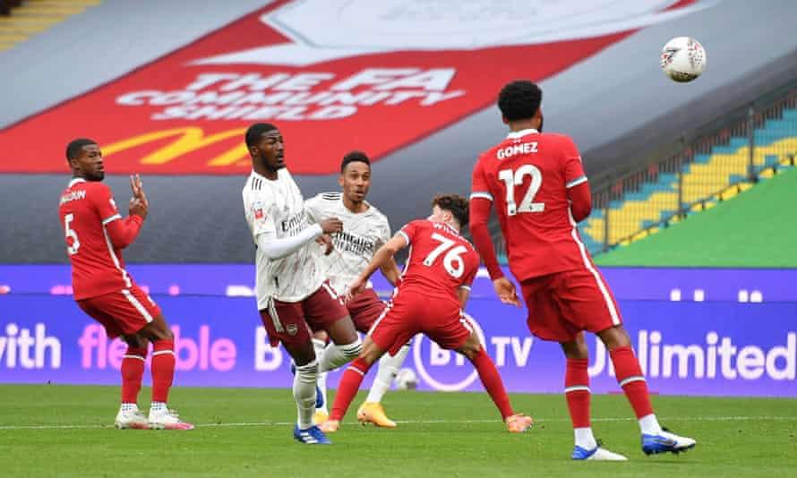 Pierre-Emerick Aubameyang scores the first goal.