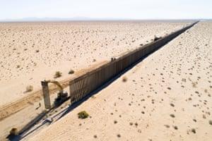 Border wall construction at Gran Desierto de Altar.