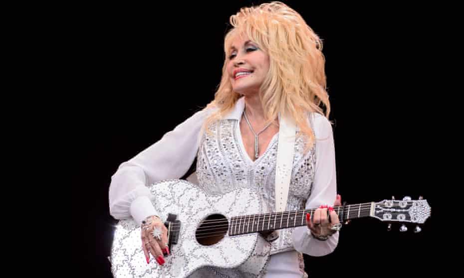 Dolly Parton performing at Glastonbury