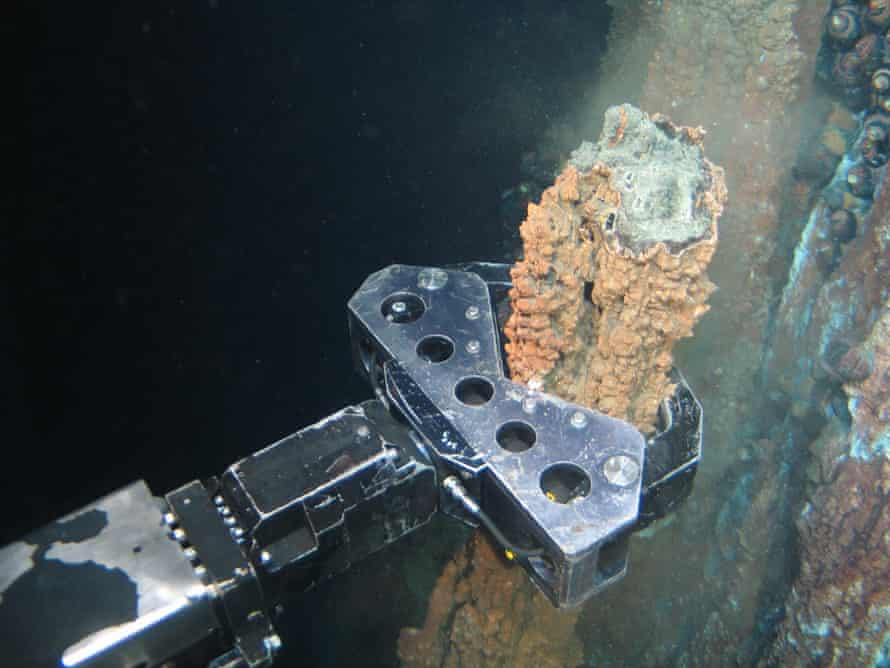 Mechanical grabber seizing a 'chimney' at a hydrothermal vent off Papua New Guinea.