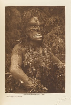 Páqŭsĭlahl. A masked dancer of the Qáĥgyuĥl.