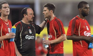 Rafael Benítez, left, and Alonso speak during a Liverpool pre-season training session in July 2009. The midfielder would join Real Madrid shortly after having fallen out with his compatriot at Anfield.