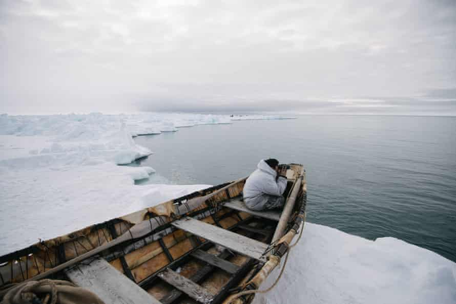 JR Nungasak zooms in on another whaling crew chasing a whale far away. Iñupiaq constantly collect information about their situation and the situation of others around them during whaling.