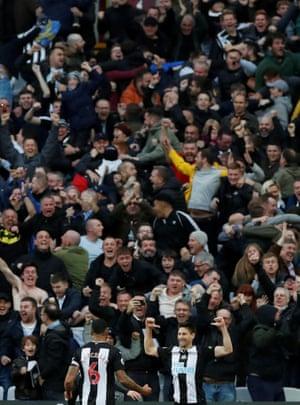 Newcastle United's Federico Fernandez celebrates scoring their second goal before Jonjo Shelvey's third to beat West Ham 3-2 away at the London Stadium.