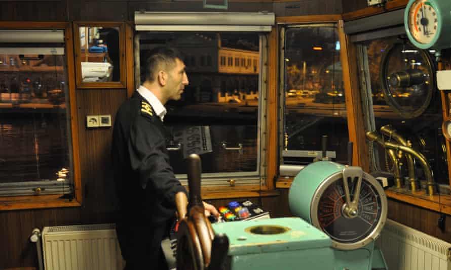 Captain Faruk steering the Şehit Mustafa Aydoğdu.