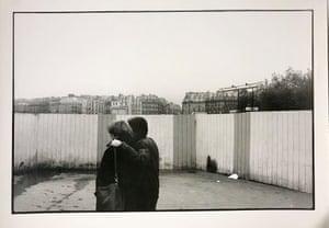 Paar Paris by Ute Mahler (Paris, France, 1979)