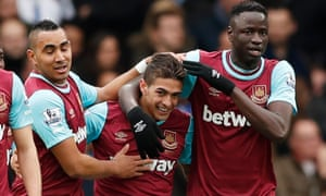 Manuel Lanzini, centre, was on target in the 2-2 draw with Chelsea.