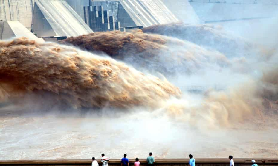 Tourists watch floodwaters gushing out of the Xiaolandi Dam during a flood-discharge and sand-washing operation of the Yellow River in Jiyuan city, central China's Henan province.