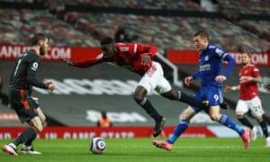 Axel Tuanzebe of Manchester United under pressure from Jamie Vardy of Leicester City as United keeper David de Gea gets ready to clear the ball.