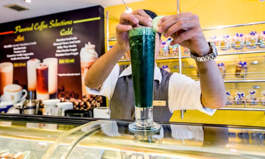 A bartender makes a shake with spirulina, apple juice and cucumber at the bar of the Hotel Novotel Bangkok on Siam Square.