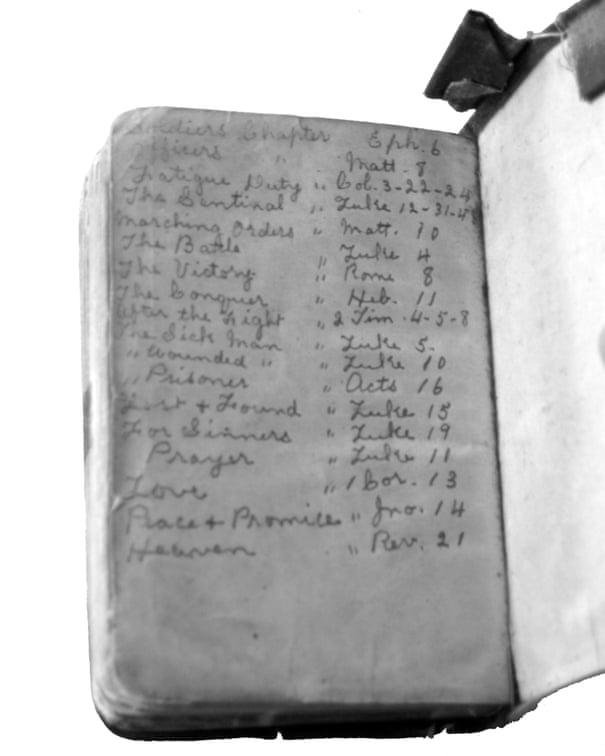 Soldiers' relatives mark centenary of first world war's