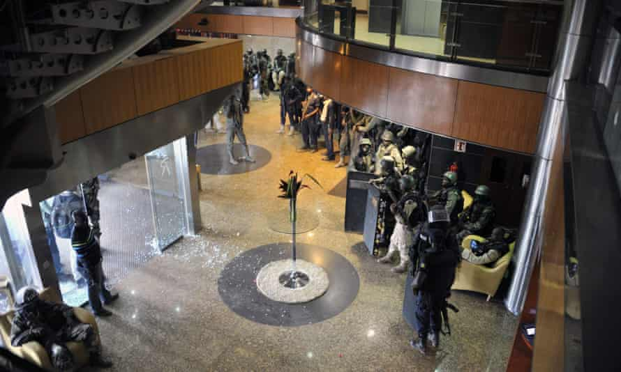 Special forces inside the Radisson Blu hotel in Bamako on 20 November.