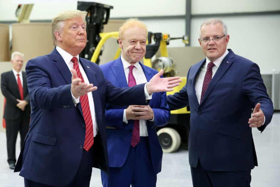 Trump (L) and Morrison (R) with the chairman of Pratt Industries, Anthony Prat.