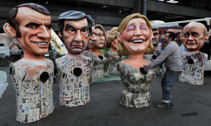 Giant figures of French politicians