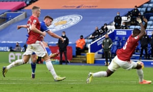 Harvey Barnes of Leicester City scores to make it 1-1 .
