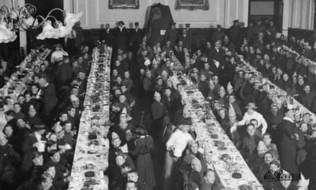 The Kiss under wraps at the soldier's dinner in Lewes town hall on Boxing Day, 1915.