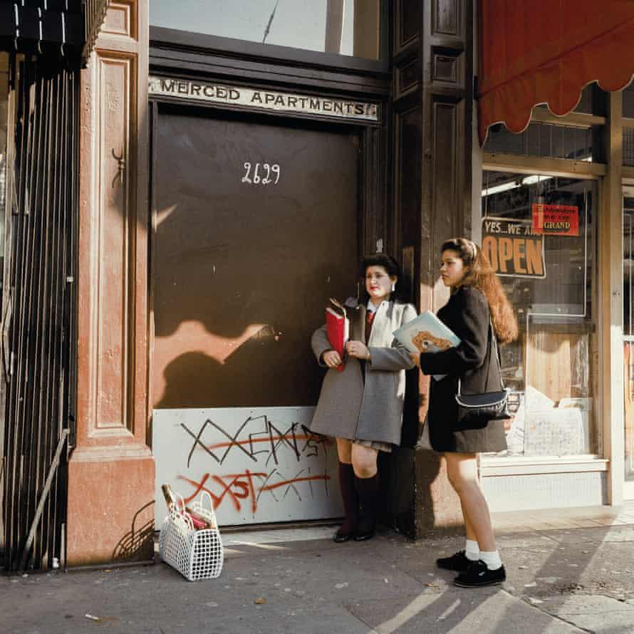 Two School Girls, Mission St, 1985 ©Janet Delaney, 2018
