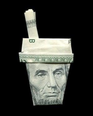 Abraham Lincoln illustrated using banknote origami by Japanese illustrator Yosuke Hasegawa.