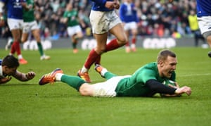 Earls scores Ireland's fourth try.