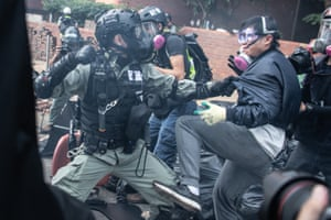 Police arrest anti-government protesters