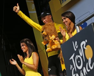 Froome retains the maillot jaune.