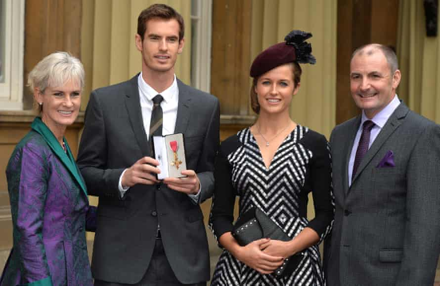 British tennis player Andy Murray (2nd L) poses for pictures with his girlfriend Kim Sears, (2nd R) his mother Judy (L) and father Will (R) at Buckingham Palace in central London, on October 17, 2013, after Andy Murray was made an Officer of the Order of the British Empire (OBE)