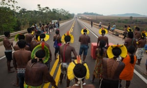 The indigenous people blocked the highway in protest of the lack of health resources to face Covid19, against the lack of dialogue by the federal government in the concession processes for the private initiative of the BR-163 highway and for the end of illegal mining and deforestation.