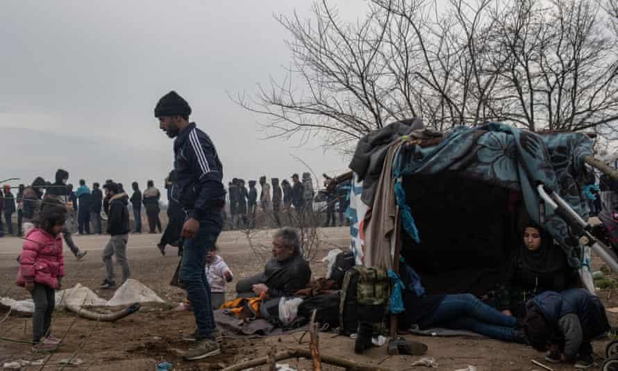 Migrants congregate at the Turkey-Greece border