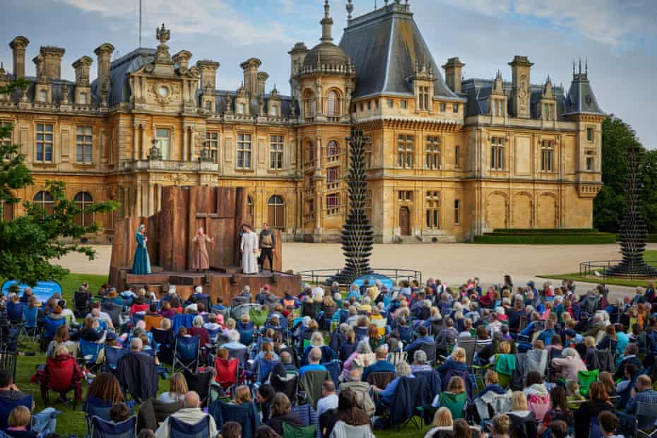 The stage in full flow at Waddesdon Manor, Buckinghamshire