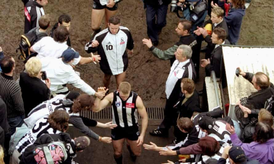 28 Aug 1999: Nathan Buckley leaves the field as Collingwood supporters say goodbye to Victoria Park.