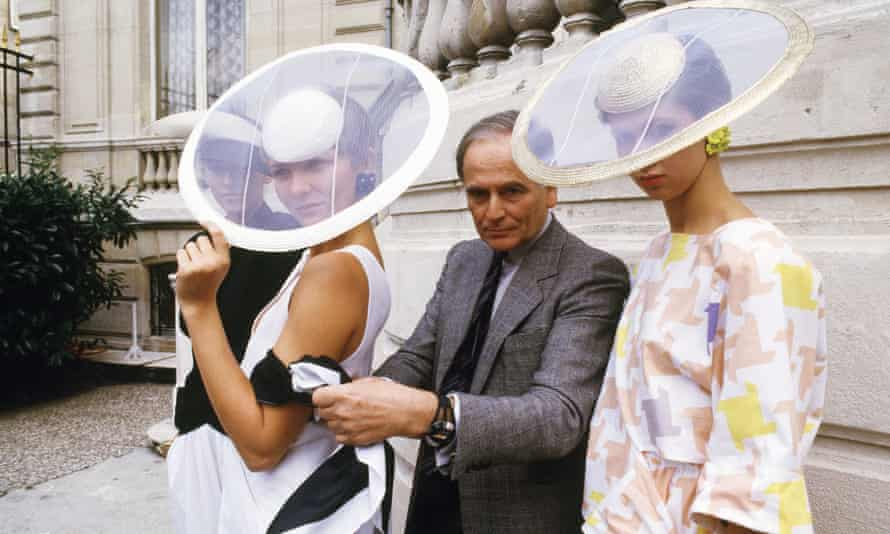 Pierre Cardin and models pose in Paris in 1985.