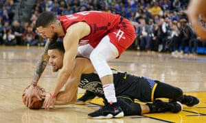 Stephen Curry and Austin Rivers compete for the ball during the fourth quarter